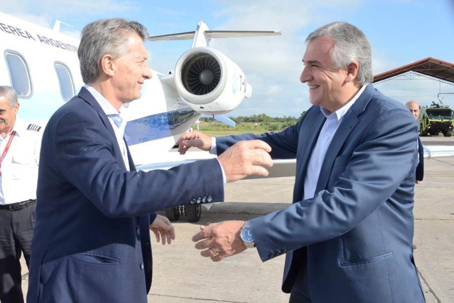 """El gobernador Gerardo Morales recibe al Presidente Mauricio Macri en el Aeropuerto Internacional """"Horacio Guzmán"""""""