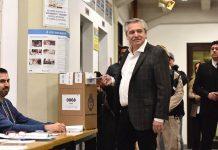Alberto Fernandez votando
